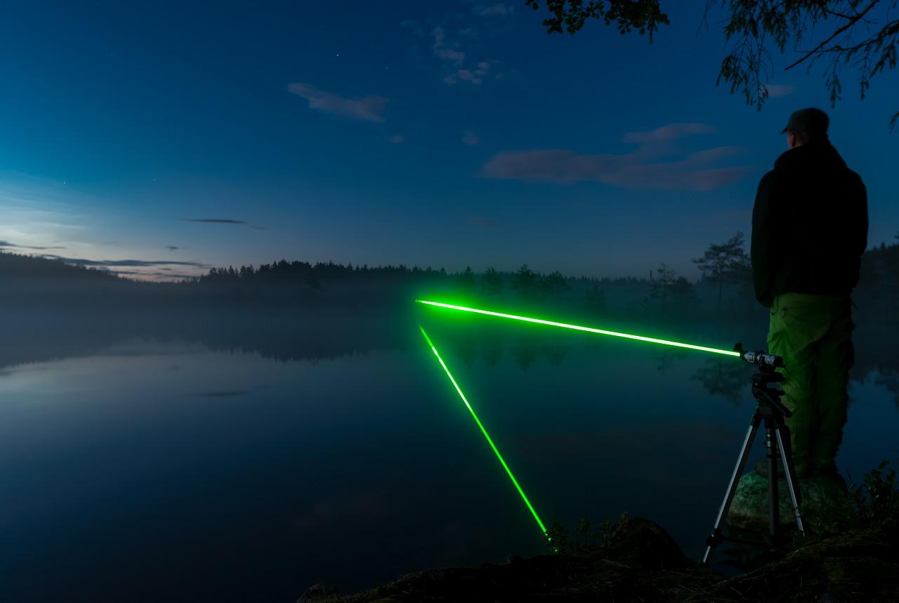 Co to jest laser krzyżowy?